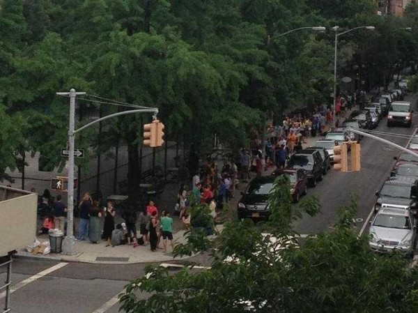 stunning-picture-shows-massive-line-of-people-waiting-for-the-cronut