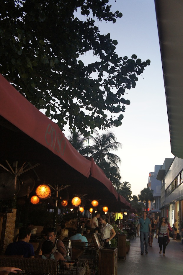 After dinner stroll along Lincoln Road Mall - one of my favorite places in Miami - kind of like Park Avenue in Winter Park times 1000