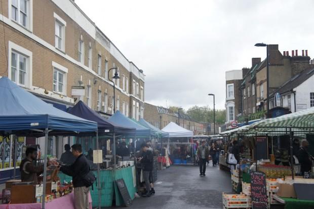 Broadway Market, bustling