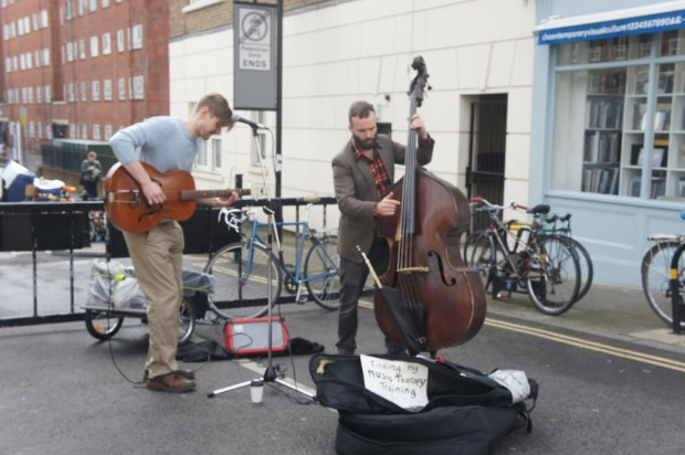 Live musicians at Broadway Market