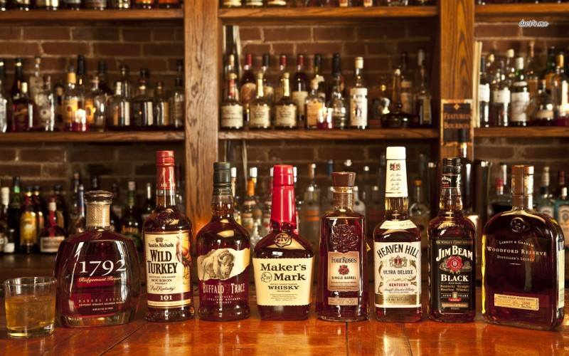 19205-whiskey-bottles-1280x800-photography-wallpaper