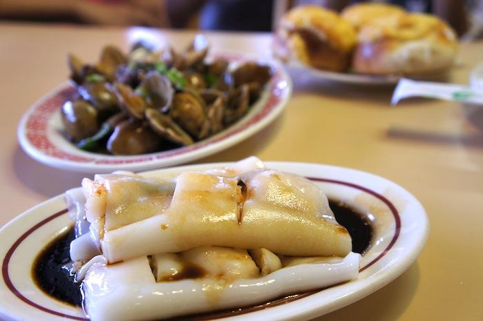 Shrimp rice paste noodle with stir fried clams