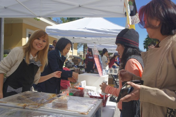 Chika - Aki of Japan on International Drive - Selling their Curry Rice!